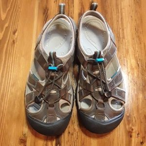Keen Sandals Size 9